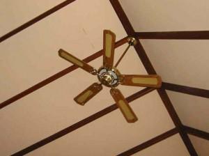 空気冷却-シーリングファン
