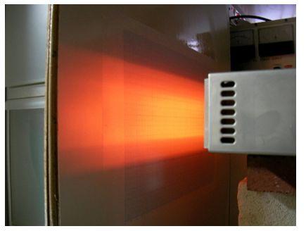 照射距離80mm、強い加熱幅は約45mm、温度 約 860℃
