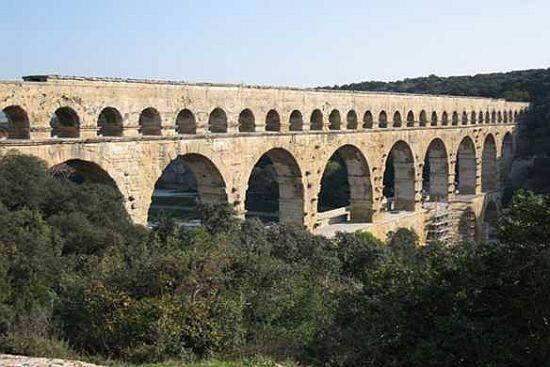 【古代ローマの水道橋】